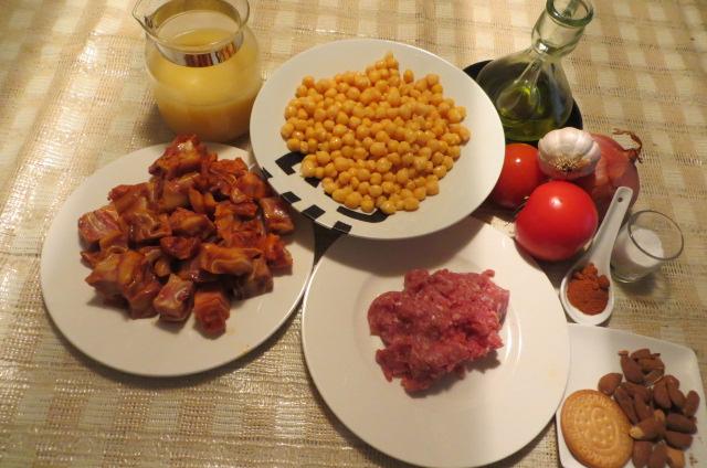 ingredientes de los garbanzos con morro y oreja de cerdo