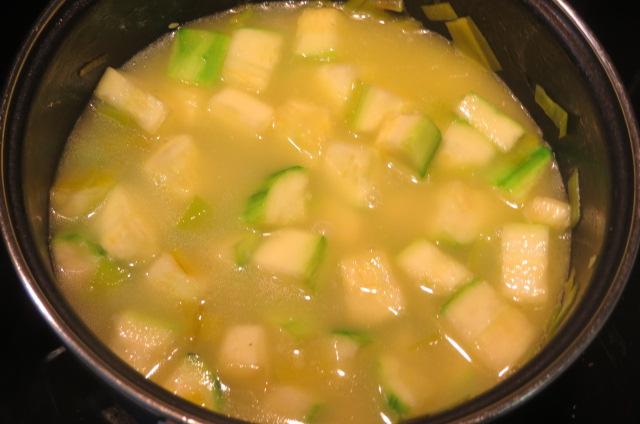 añadiendo el caldo de verduras