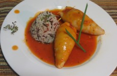 calamares-rellenos-en-salsa-de-tomate