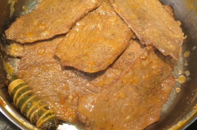 carne separada de la salsa