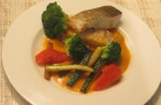bacalao con verduras y salsa tipo romesco