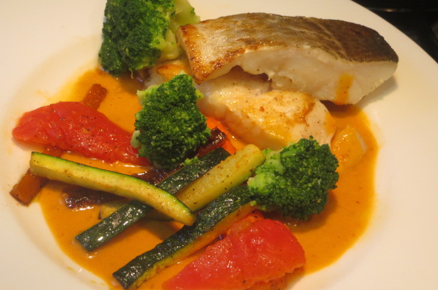 emplatado del bacalao con verduras y salsa tipo romesco