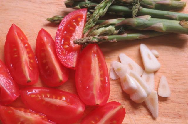 ingredientes de acompañamiento de los tallarines preparados