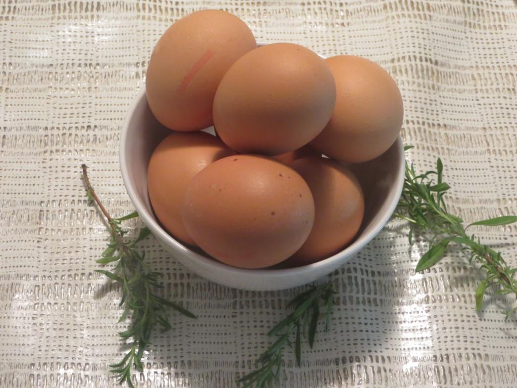 huevos preparados para ser batidos