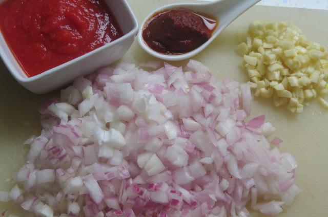 ingredientes listos para realizar el sofrito