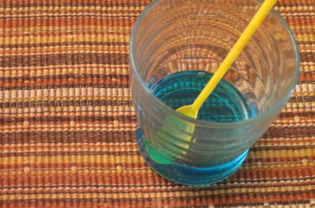 mezcla de curaÇao y  licor de melocotón