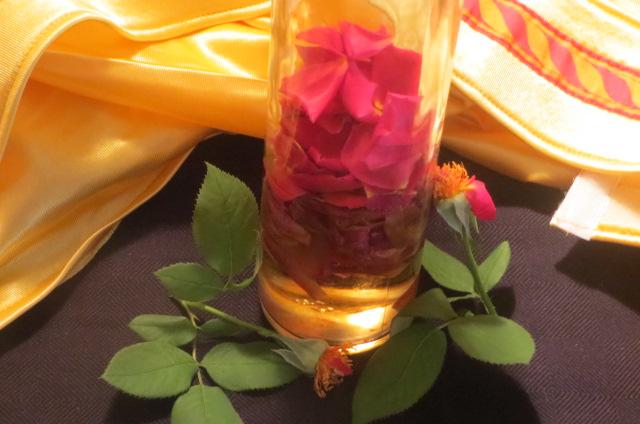 introdución de los pétalos de rosa