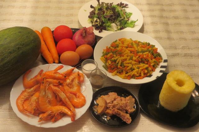 ingredientes de ensalada de pasta ( hélices con verduras )