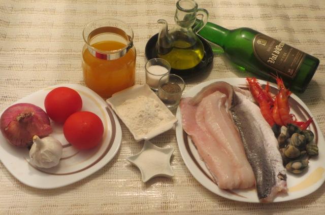 ingredientes de merluza a la sidra con gambas y almejas