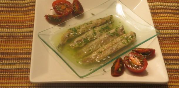 boquerones marinados en vinagre y aceite de ajo y perejil