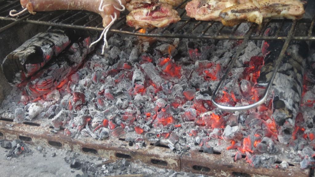 brasas a punto para asar las carnes