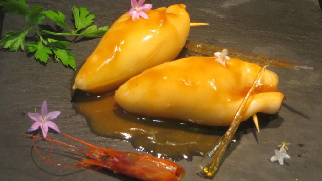 calamares rellenos de marisco y huevos de rey