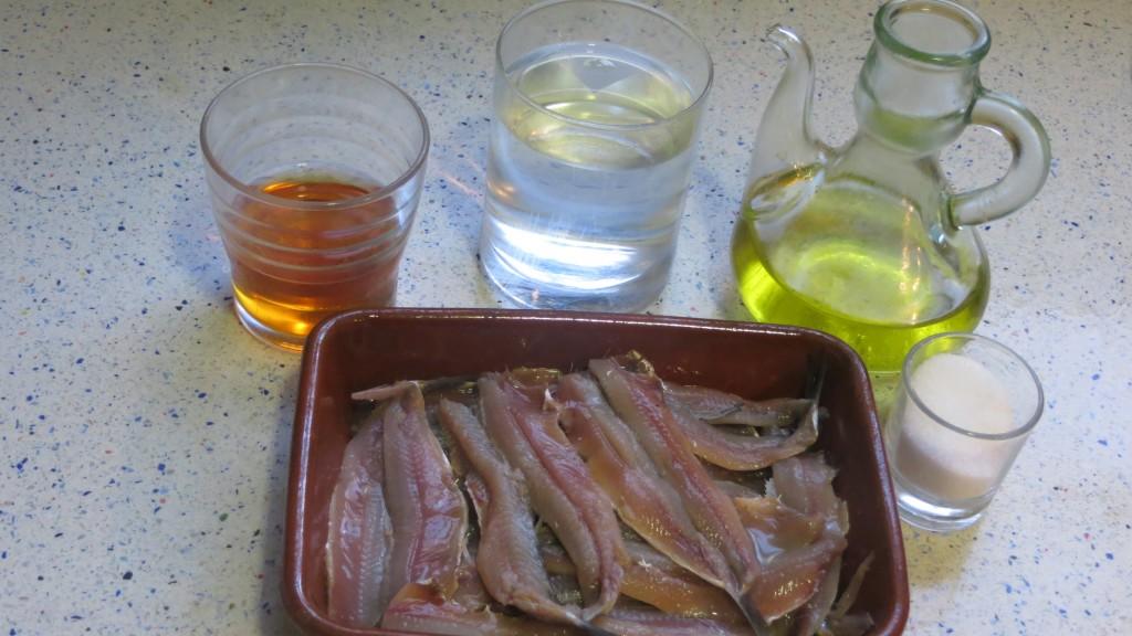 ingredientes boquerones aliñados en aceite, de ajo  y perejil