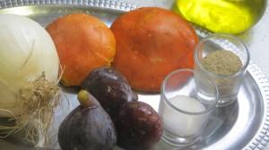 ingredientes de la ensalada de carpaccio de huevo de rey, higos y cebolleta