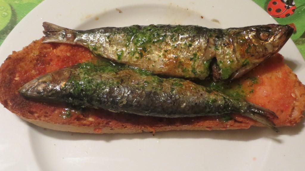 sardinas asadas con aceite de ajo y perejil