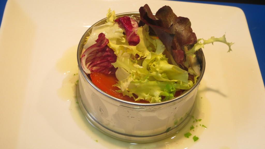 mezclum de ensaladas incorporadas en el timbal
