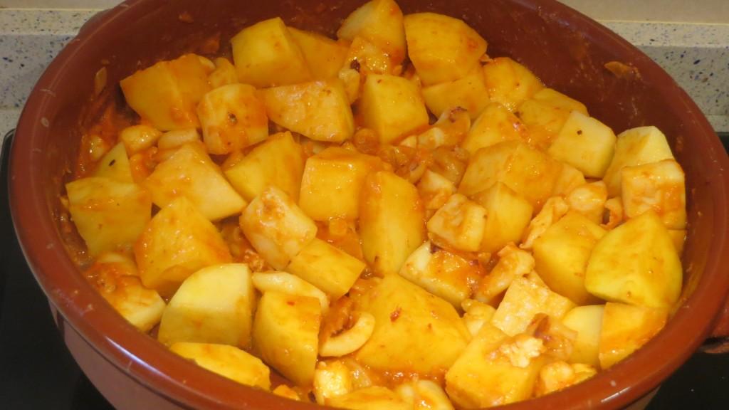 incorporación de las patatas al guiso