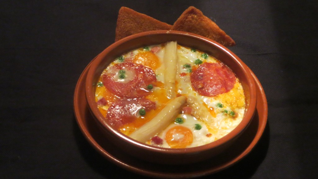 huevos a la flamenca con peineta
