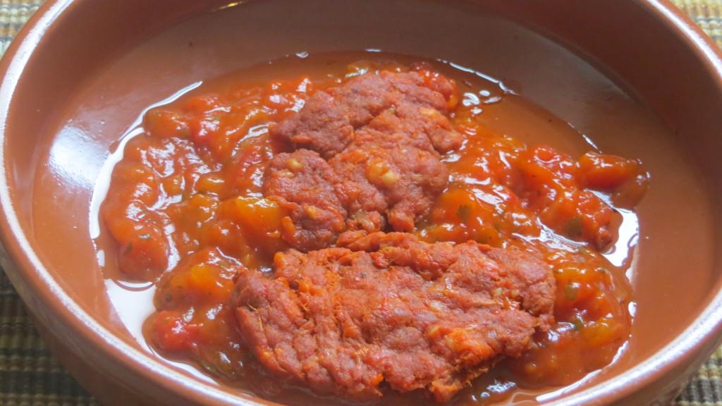 sobrasada sobre la salsa de tomate
