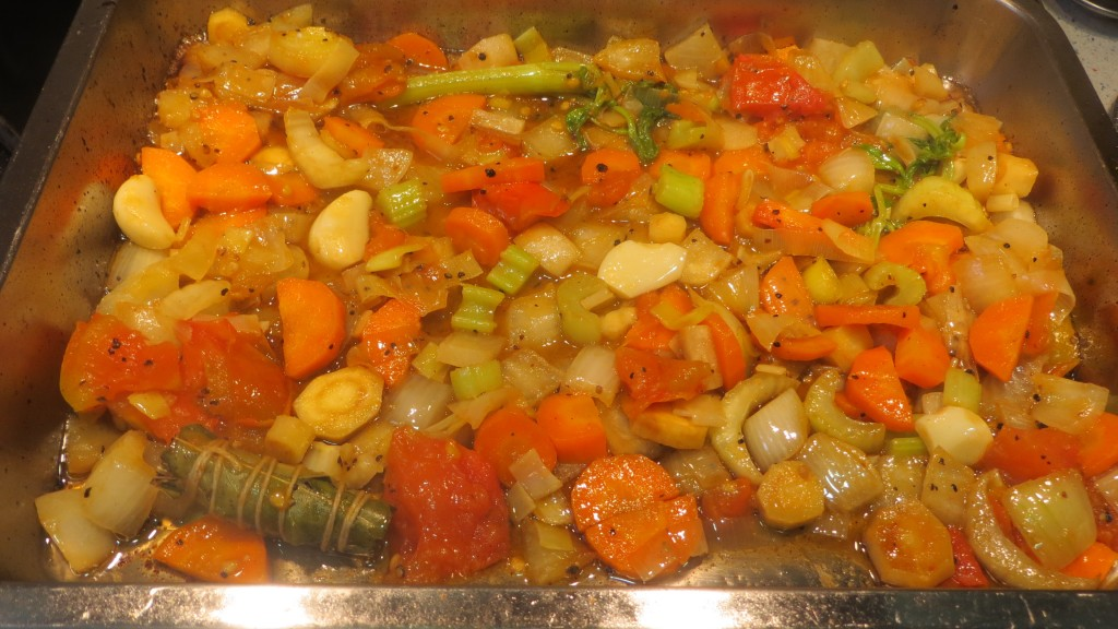verduras colocads en la fuente del horno