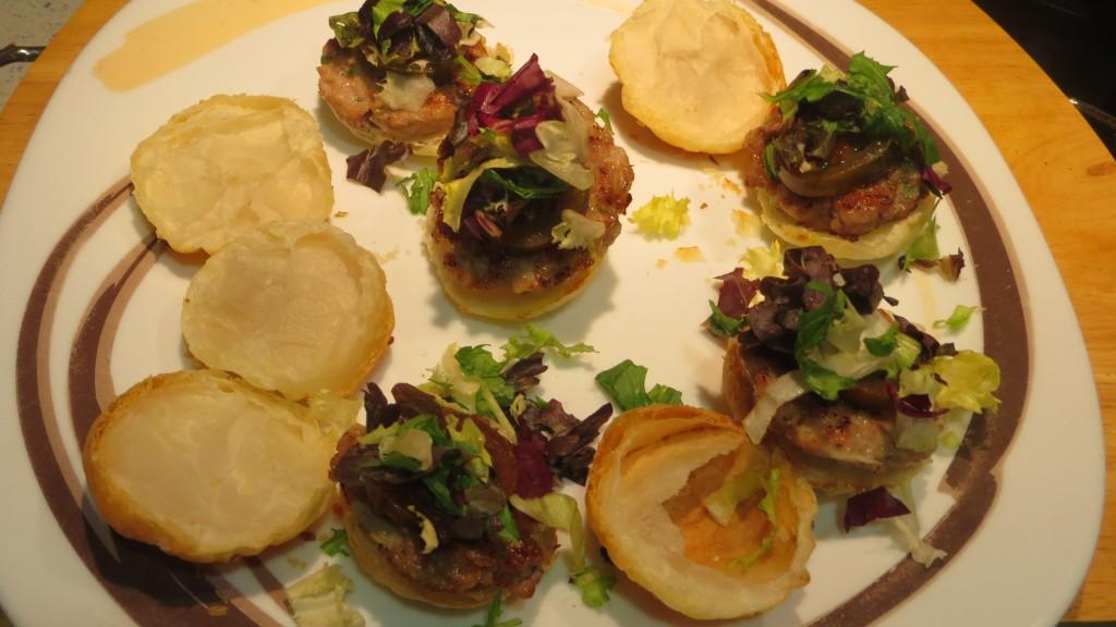 incorporando la variedad de ensaladas sobre el tomate kumato