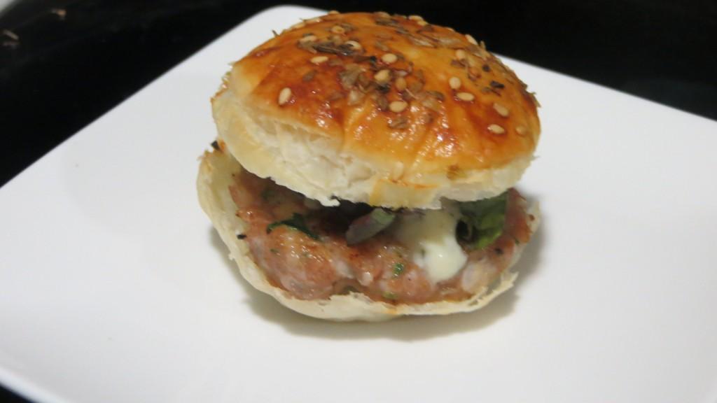 bocadito de hamburguesa completa de atún rojo