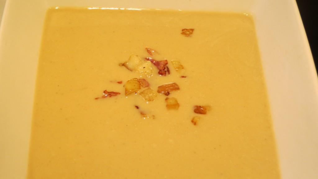 dados de ceps y beicon incorporados a la crema