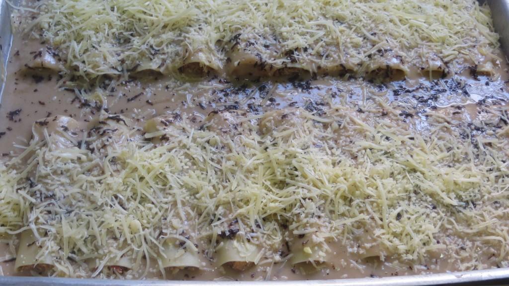 incorporando el queso rallado