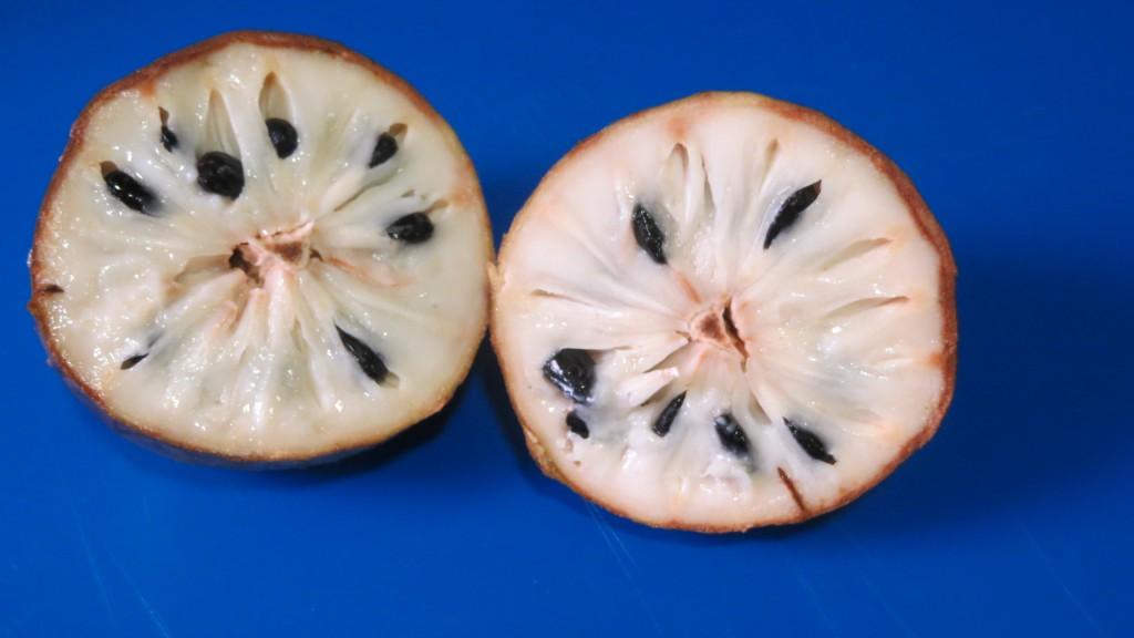 chirimoya cortada