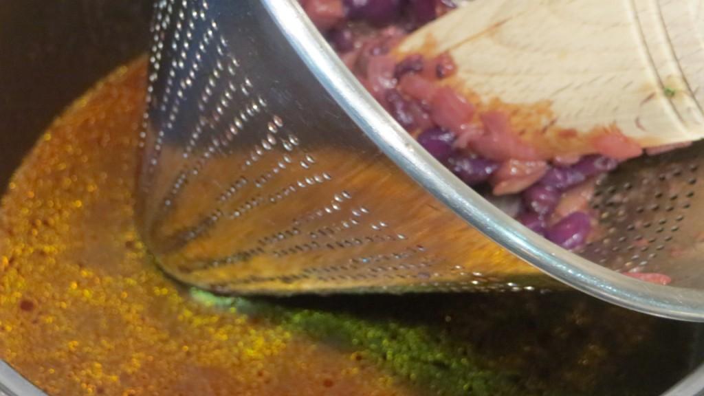 colado de la salsa de granadas