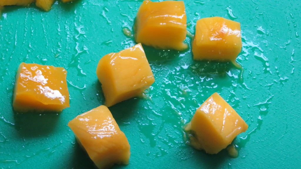 dados de mango cortados