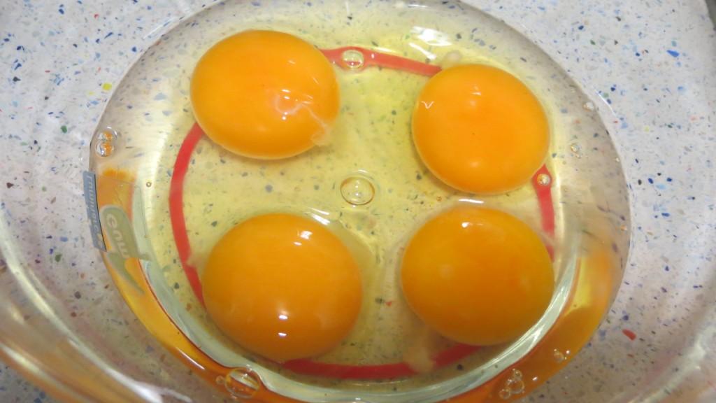 huevos dentro del bol