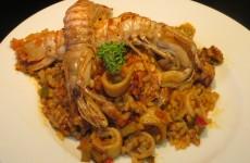 arroz con verduras, calamares y galeras