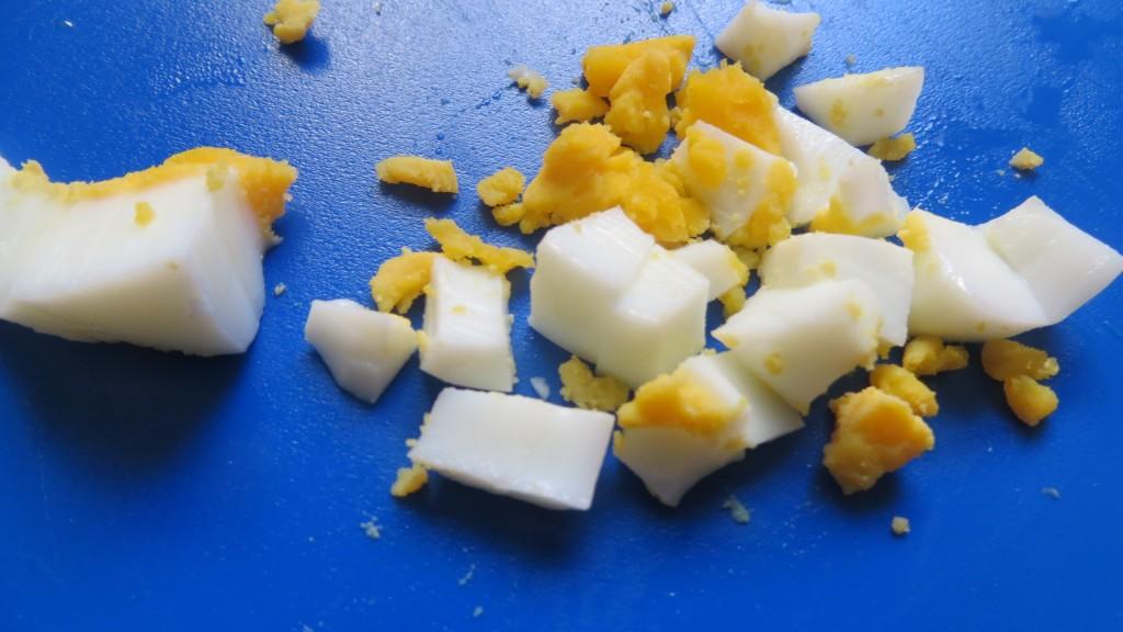 trozos de huevo duro