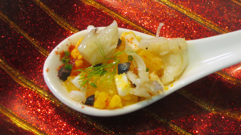 Jugando con fogones receta aperitivo de ensalada de - Aperitivos con bacalao ...