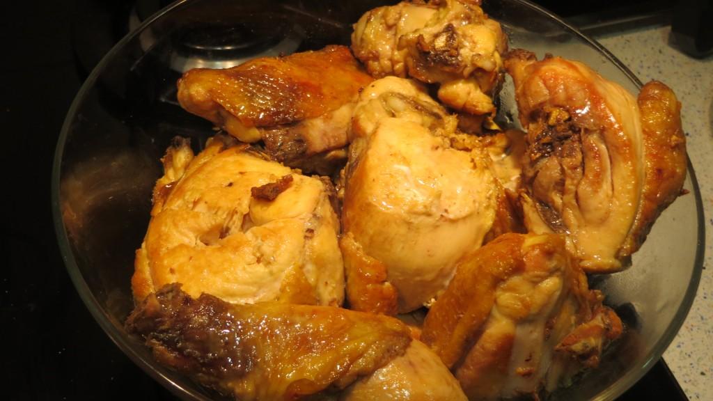 trozos de pollo dorados reservados