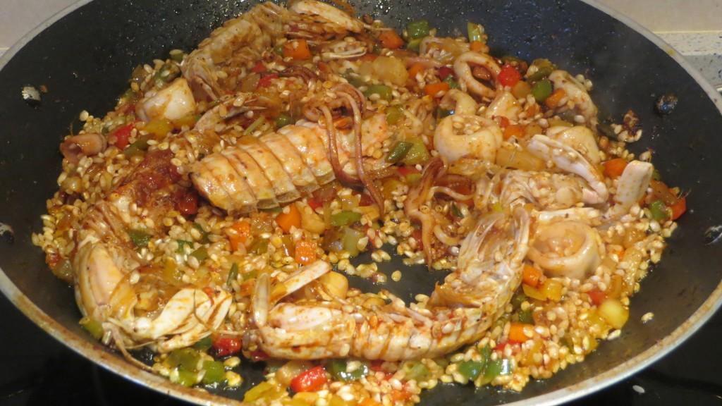 salteado del arroz con el resto de ingredientes