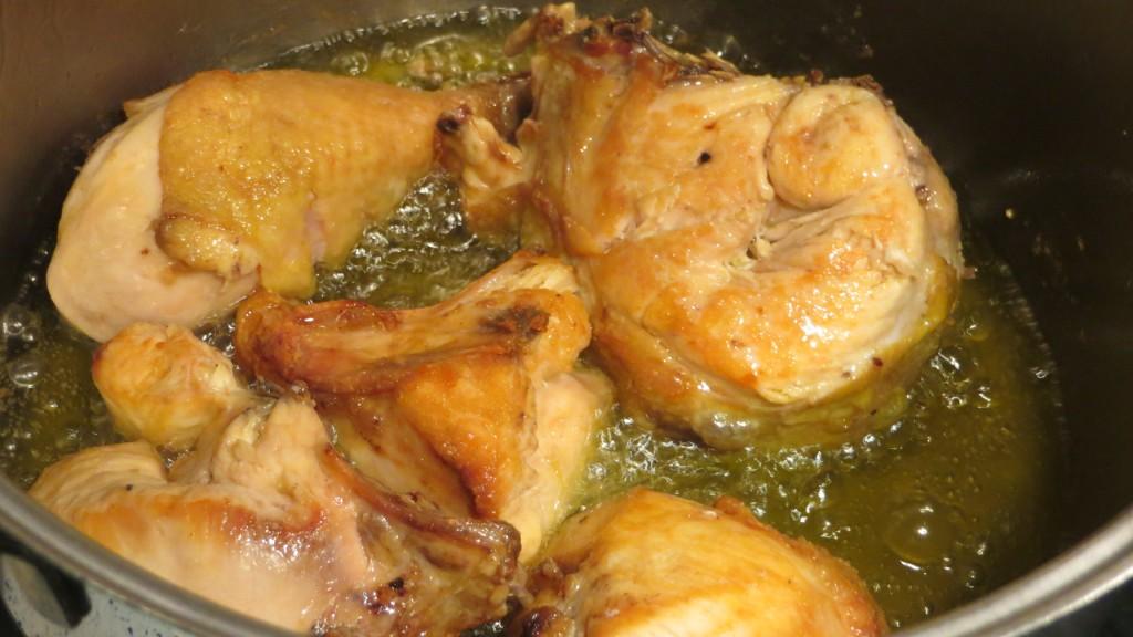 dorado de los trozos de pollo
