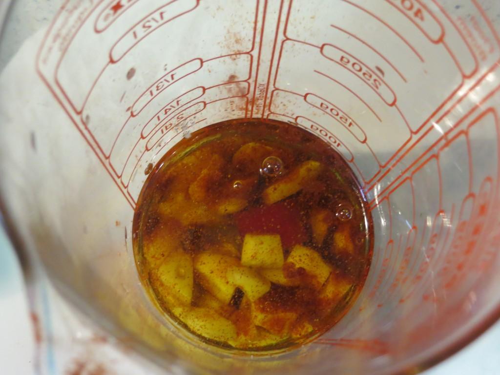 aceite incorporado a los ingredientes del mojo