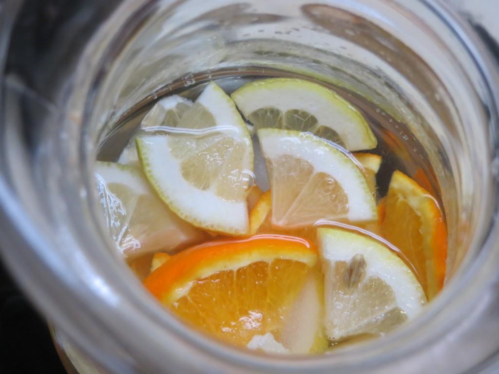 licores vertidos en la jarra