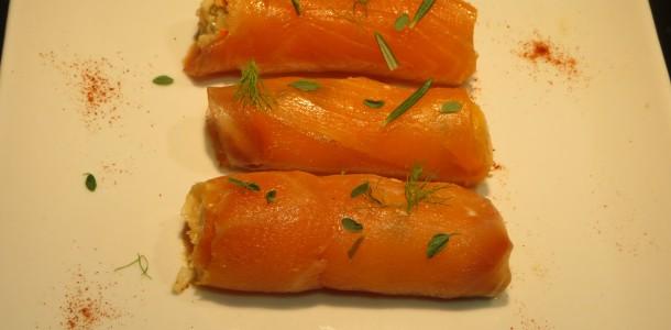 rollos de salmón rellenos