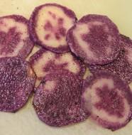 chips de patata violeta preparados para freir