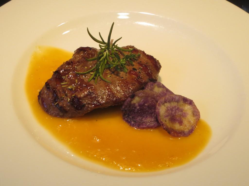 solomillo de canguro con salsa de melocotón