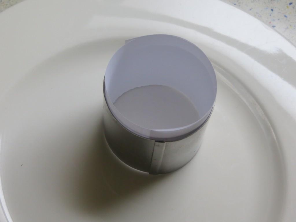 aro de cocina con el papel forrando el interior