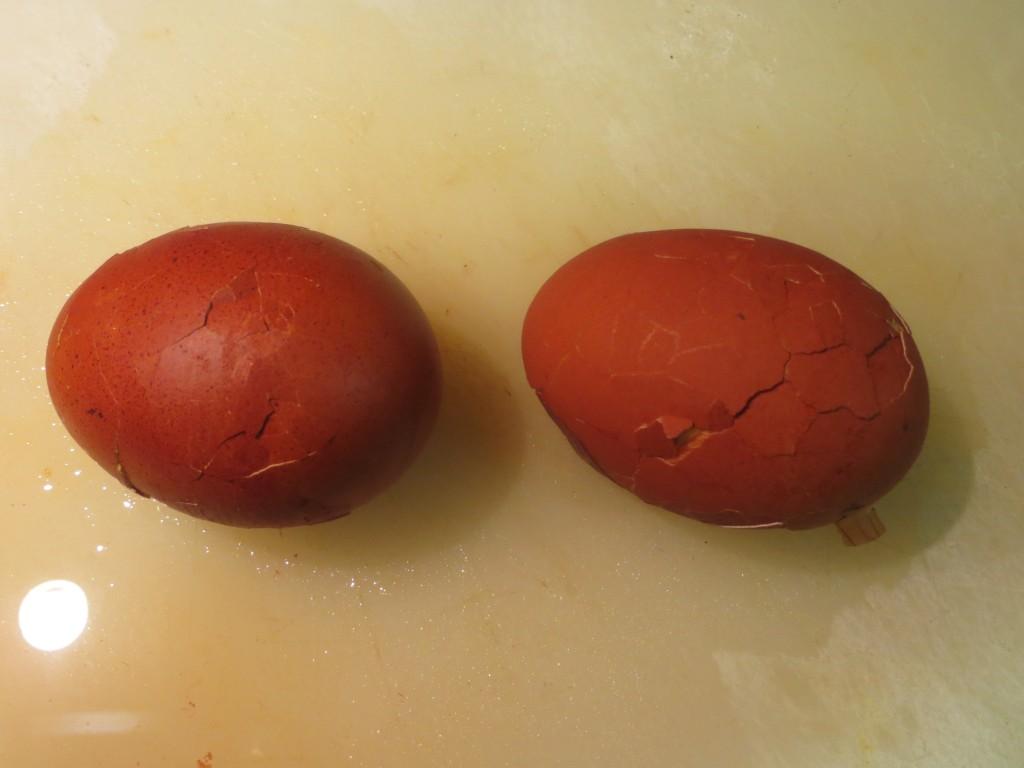 cáscaras de los huevos agrietadas