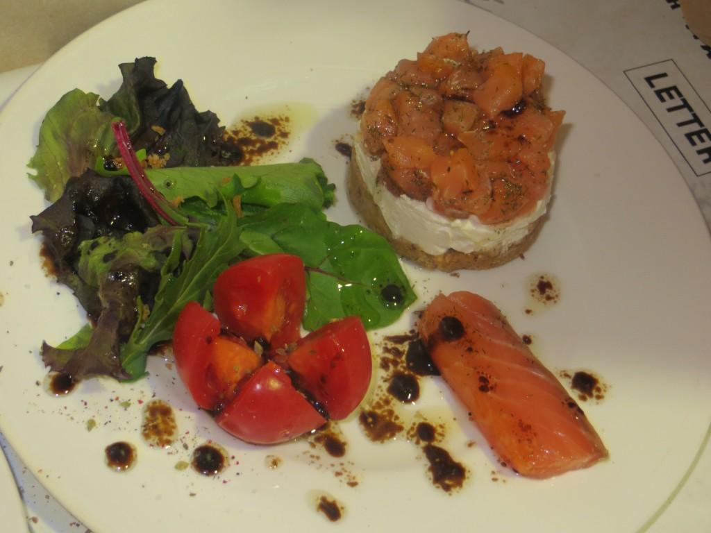 tartar de salmón emplatado