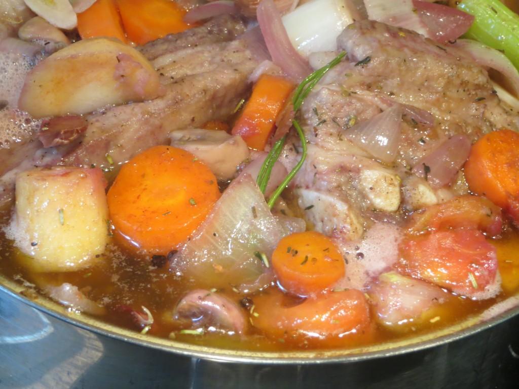 cocción de la carne con las verduras