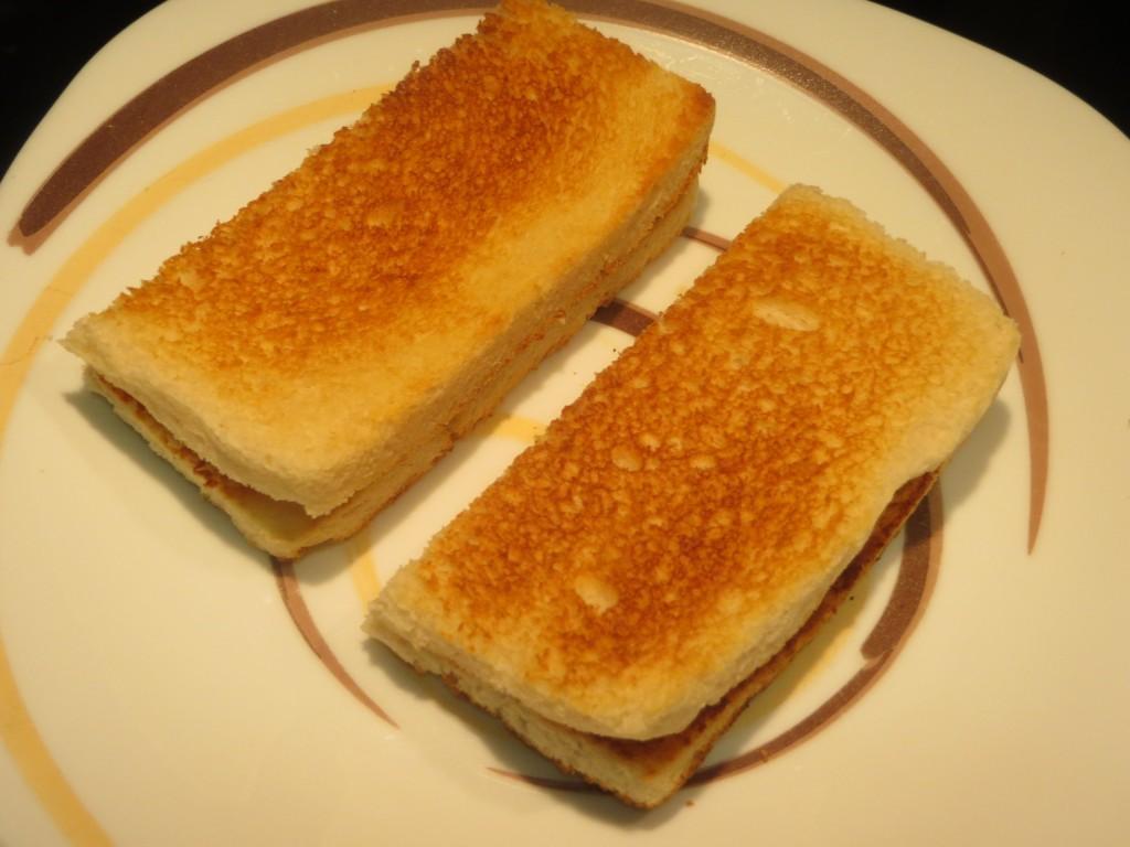 rebanadas de pan doradas y cortadas