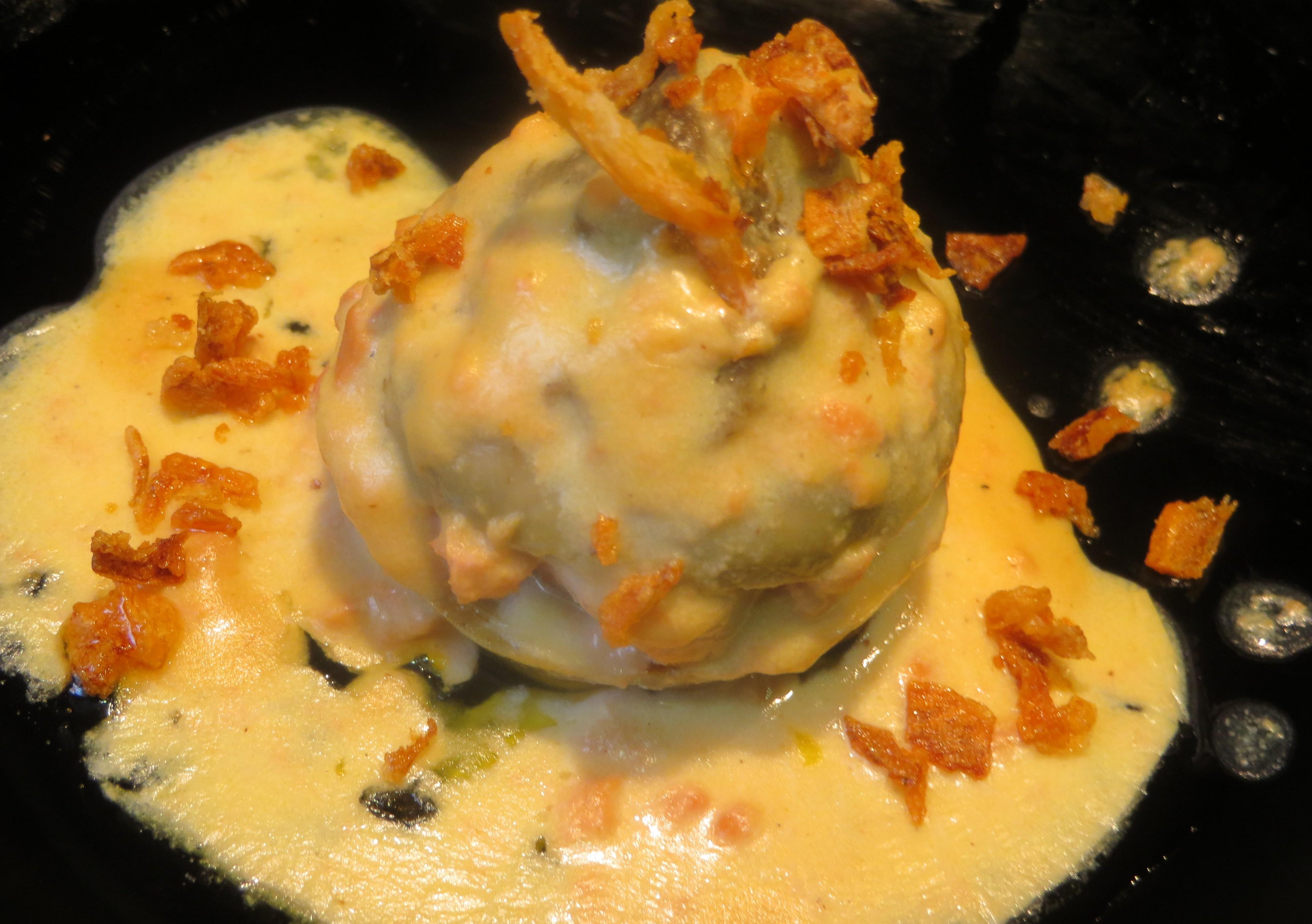 alcachofa confitada rellena de foie mi-cuit