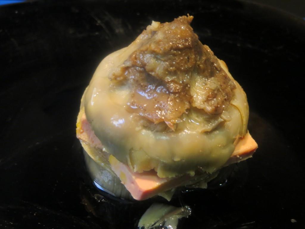 alcachofa confitada acabada de rellenar